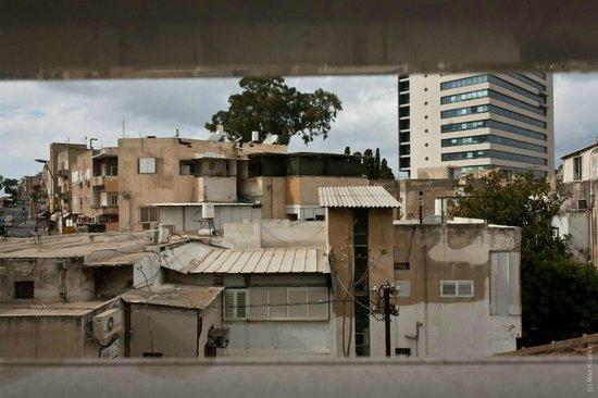 Loui Hotel : Вид из окна номера