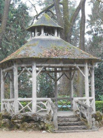 Jardins des Prébendes d'Oé : Kiosque à musique