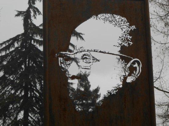 Jardins des Prébendes d'Oé : Hommage à Léopold Sédar Senghor