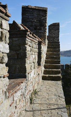 Rumeli Hisarı (Festungsanlage): Steep steps