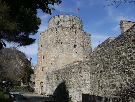 Rumeli Hisarı (Festungsanlage): Tower, one of many...