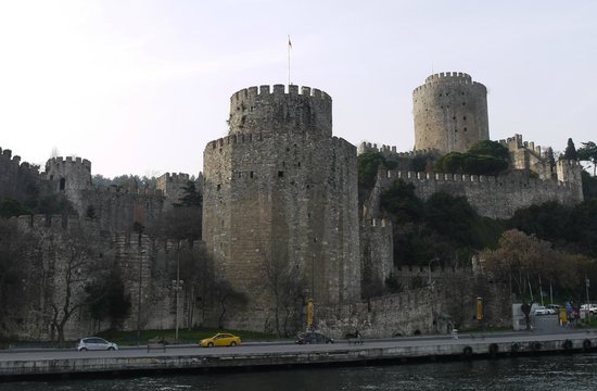 Rumeli Hisarı (Festungsanlage): View of the fortress from the water