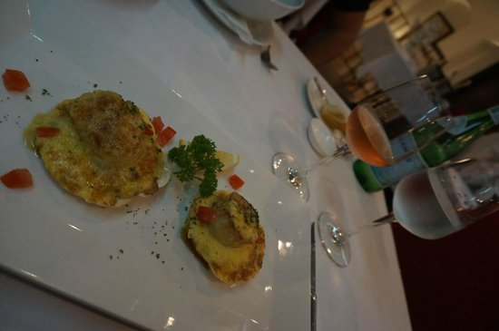 JP French Restaurant : Saint Jacques sauce Hollandaise