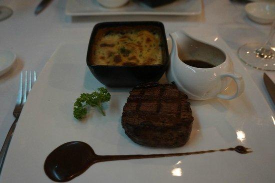 JP French Restaurant : Boeuf sauce au poivre et gratin dauphinois