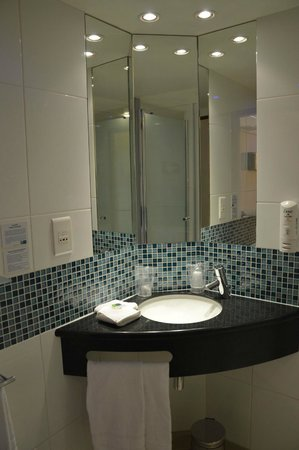 Holiday Inn Express Paris-Canal de la Villette: bagno