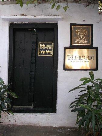 Ahilya Fort: hotel entrance