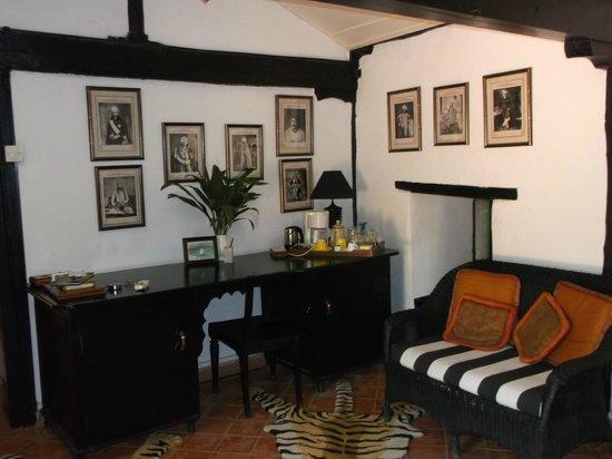 Ahilya Fort: suite interior