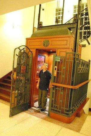 Du Parc Hotel Dalat: L'ascenseur époque !