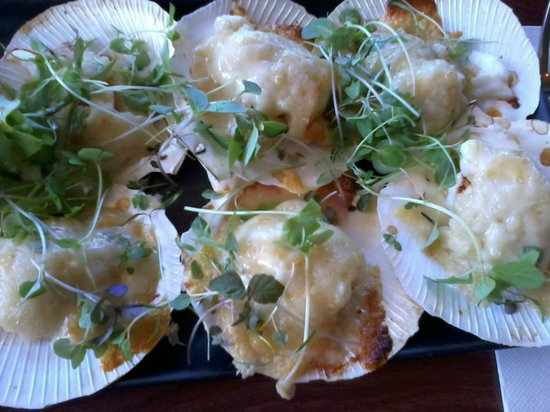 Cove Bar & Dining: Scallop and spanner crab starter