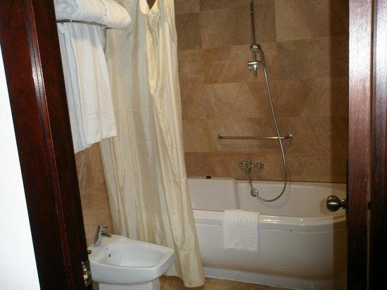 Hotel Silken Ramblas Barcelona : bañera