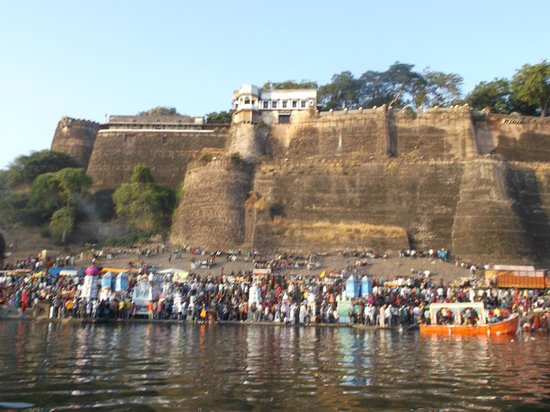 Ahilya Fort: view of fort from river