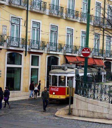 Bairro Alto Hotel: Hotel front and street car