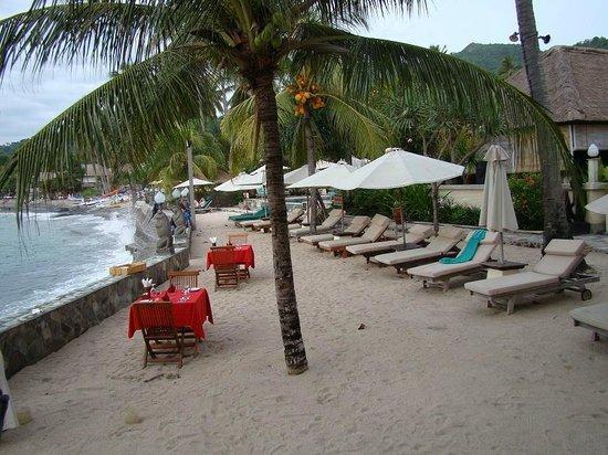 Puri Mas Boutique Resort & Spa: Seaview seating between pool and restaurant