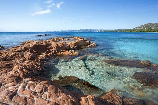 Résidence les Lièges de Palombaggia : Plage de Palombaggia : roches rouges dans l'eau turquoise