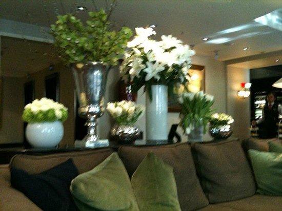 Sofitel London St James: les belles fleurs du lobby