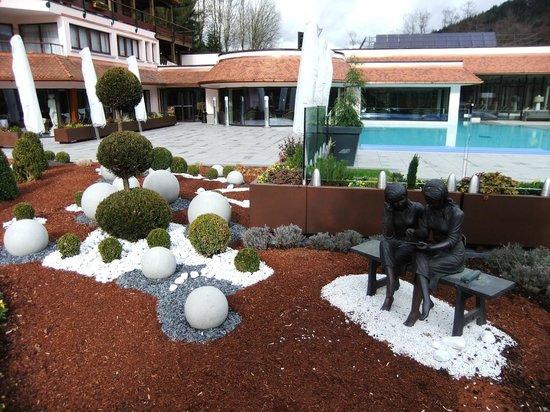 Hotel Julien : vue piscine extérieure