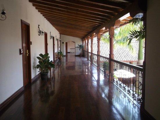 Hotel Plaza Colon: lovely corridors