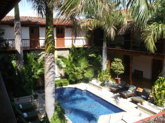 Hotel Plaza Colon : area near pool