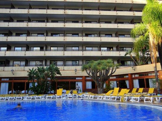 Hotel Puerto de la Cruz: Hotel vom Pooll aus