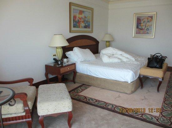 Grand Hyatt Dubai: Bedside View of Room
