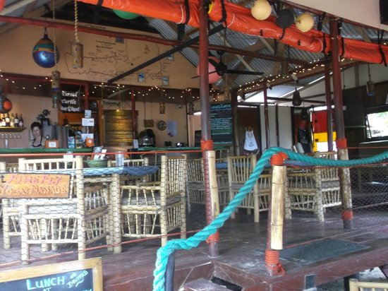 Little Corn Beach and Bungalow: restaurant with great service
