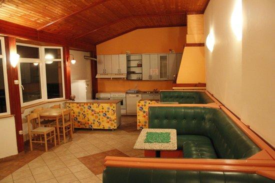 Cherry Hostel: Bar