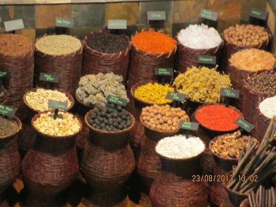 Grand Hyatt Dubai: Spices at the entrance of Restaurant