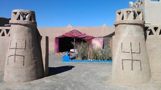 Chez les Habitants : Binnenplaats Guesthouse