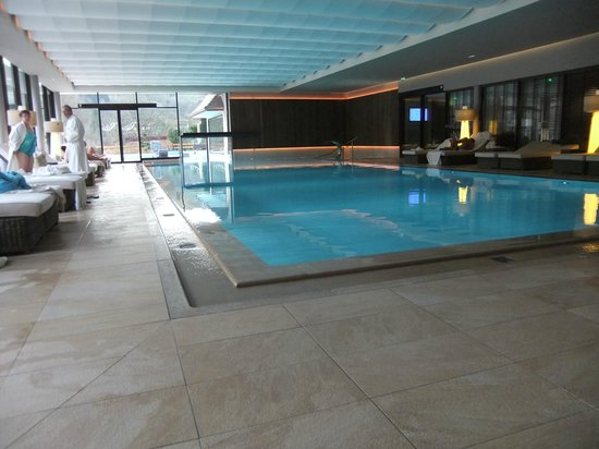 Nouvelle piscine int rieure foto van hotel julien for Piscine julien