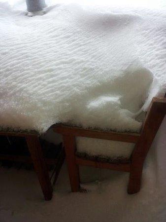 Hotel Il Fraitevino: sedia e tavolo terrazzino