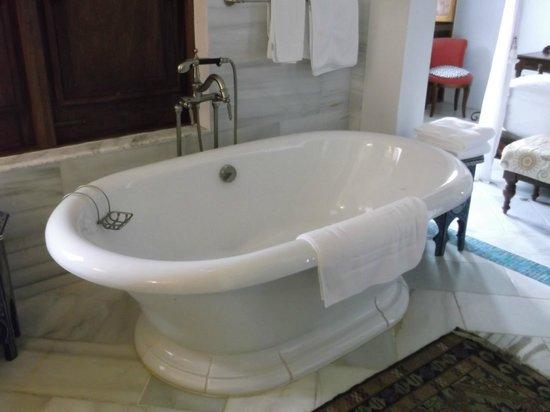 Horned Dorset Primavera: traditional bath