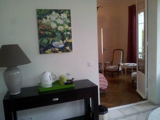 Hotel Villa Les Cygnes: room as seen from balcony