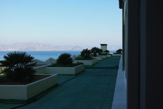 Kipriotis Panorama Hotel & Suites : Widok z pokoju w prawo