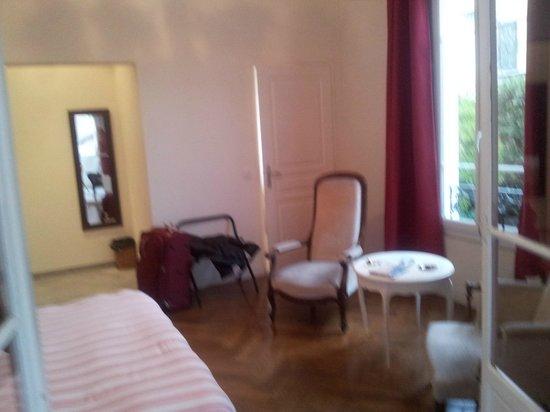 Hotel Villa Les Cygnes: room and entrance