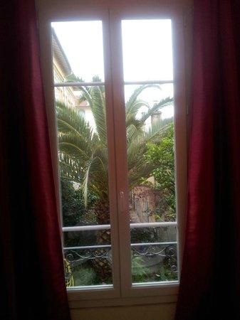 Hotel Villa Les Cygnes: window