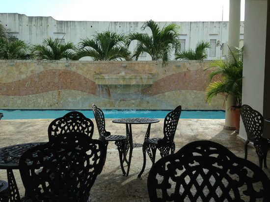 Hotel Melia Ponce: pool from the coffee shop