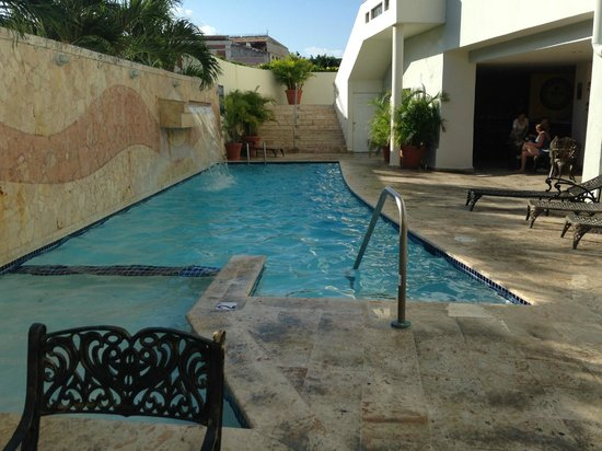 Hotel Melia Ponce: pool gets lots of sun