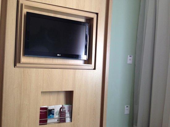 Mercure São Paulo Pinheiros Hotel: Tv reversível