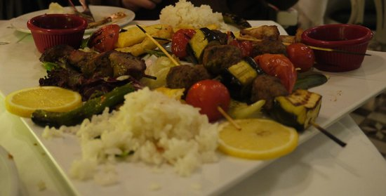 Faros Restaurant Old City : Our sharing platter.