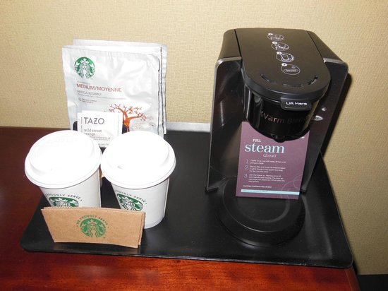 Sheraton Overland Park Hotel at the Convention Center: お部屋にあったコーヒーセット