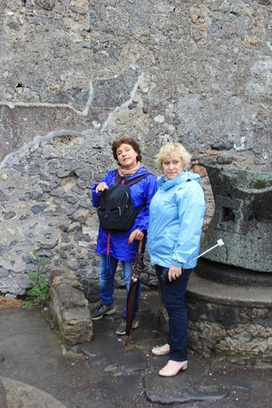 Lucia Pompeii Guide Tours: It was a wet day - but who cared..!! [Lucia on the left]