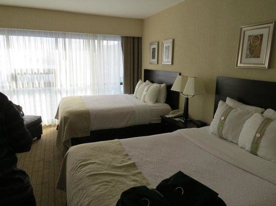 Holiday Inn Toronto Airport East : Beds