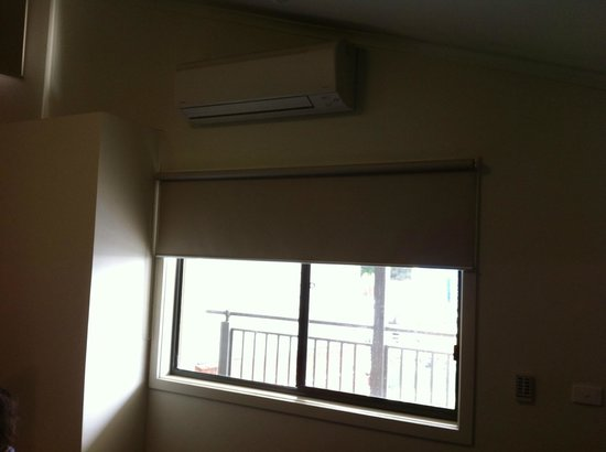 Sovereign Views Apartments : Living Room with AC/heater