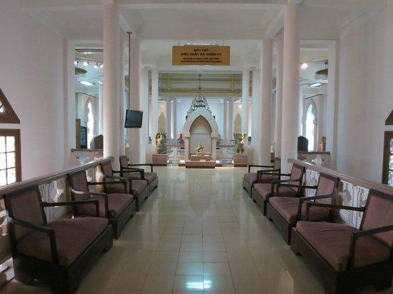 Vietnam National Museum of History: Upper floor hallway