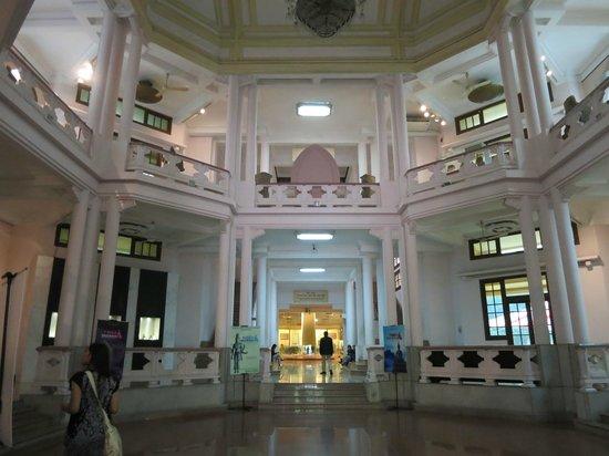 Vietnam National Museum of History: bottom floor interior