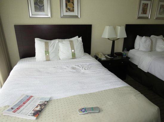 Holiday Inn Toronto Airport East : Complimentary Paper with Bed