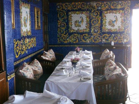 Horned Dorset Primavera: blue dining room