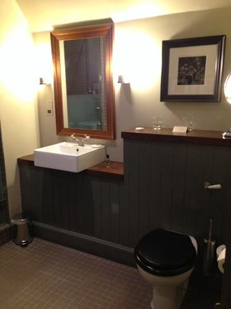 Hotel du Vin & Bistro : Another pic of the bathroom.