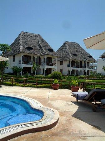 Sunset Beach Resort Zanzibar: piscina
