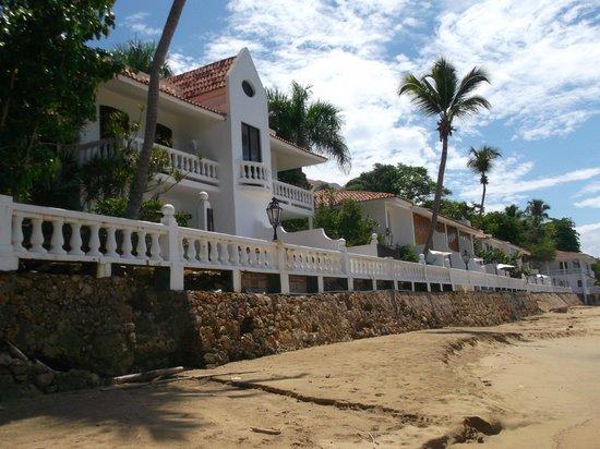 Horned Dorset Primavera: hotel from beach